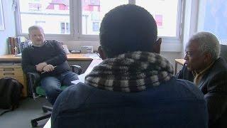 Download Herr Werner entscheidet über Asylanträge: Asylbewerber und ihre Geschichten Video