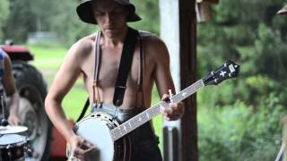 Download Thunderstruck by Steve'n'Seagulls (LIVE) Video