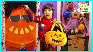 Download Don't HALLOWEEN Trick or Treat for Surprise Toys at the wrong door challenge!!! Video