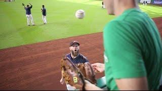 Download Evan Gattis being super-friendly at Minute Maid Park Video