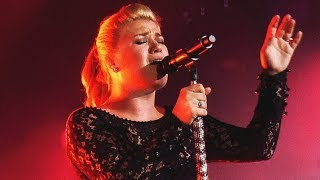 Download 10 Times Kelly Clarkson Forgot She Was Human! Video