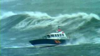 Download Pilot boat Pathfinder in Storm force 10, with 8m seas Video