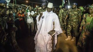 Download En Gambie, l'état d'urgence accélère l'exode Video