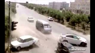 Download 2013: WORLDWIDE Worst Car Crashes Caught on video!!! Video