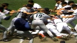 Download Wild brawl ensues after Mike Mussina plunks Bill Haselman Video