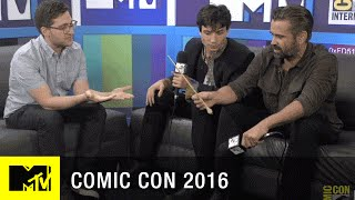 Download Colin Farrell & Ezra Miller Amazed by Fans Wands Up Salute | Comic Con 2016 | MTV Video