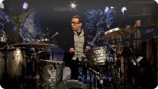 Download Fred Armisen-Questlove Drumoff (Late Night with Jimmy Fallon) Video