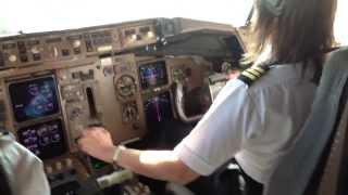 Download 757 Gal ♦ (Cockpit) Rough Windy Landing ♦ ″What Runway ?″ Video
