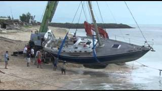 Download Between a rock and a hard place: sailing boat crash... Video