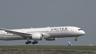 Download United Airlines Boeing 787-9 N29968 Landing at HND RWY 22 Video