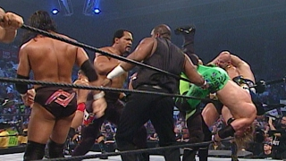 Download Superstars square off in an Battle Royal for the right to face Undertaker: SmackDown, June 6, 2003 Video