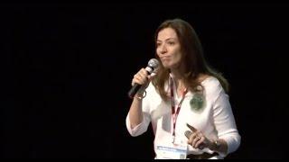 Download A morte é um dia que vale a pena viver   Ana Claudia Quintana Arantes   TEDxFMUSP Video