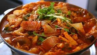 Download Army base stew (Budae-jjigae: 부대찌개) Video