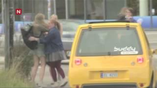 Download Minik arabanın TIR kornası önce korkuttu, sonra şaşırttı Video