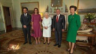 Download فيديو: ملكة بريطانيا تستقبل الملك عبد الله والملكة رانيا في قصر باكنغهام… Video