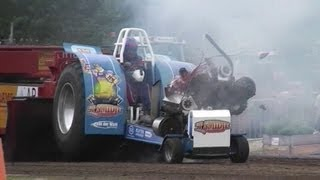 Download Tractor Pulling CRASH - Motor explosion of 'T SMIDJE @ MADE 2013 Video