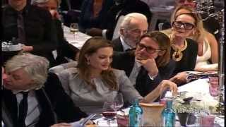 Download Brad Pitt & Angelina Jolie Bid and Kiss at Cinema For Peace Gala Video