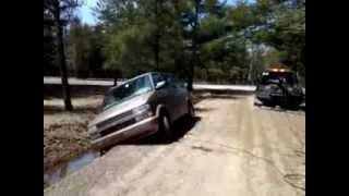 Download How A Skilled Tow Truck Driver Keeps A Van From Tipping Over. 5.24.2013 Unedited Version. Video