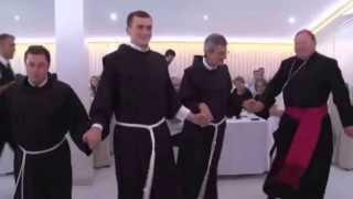 Download Hrvatski fratri igraju Užičko kolo Video