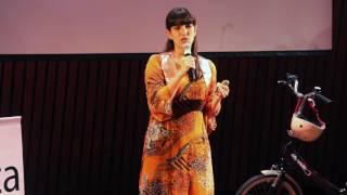 Download El peligro de no viajar | Daniela Elias | TEDxRecoleta Video
