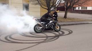 Download How to do a proper burnout Video