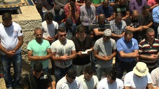 Download Christian prays alongside Muslims in Jerusalem Video