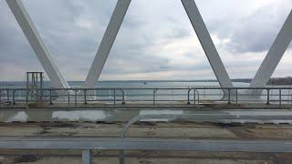 Download #КрымскийМост Live. Большой десантный корабль ″Азов″ проходит под ж/д аркой Video