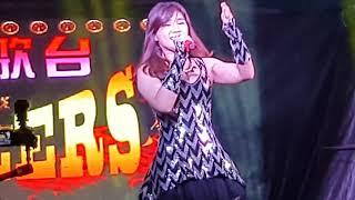 Download 李佩芬全场司仪请来一位唱又跳的女歌手蔡雨桐 Video