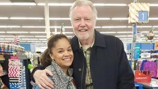Download Jon Voight Buys Thanksgiving Turkeys for Non-Profit While Shopping In Walmart Video
