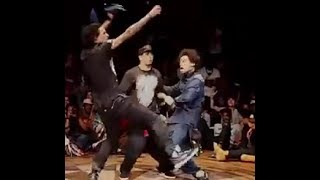 Download صلاح انترتينر يتغلب التوام الفرنسي لوحده في الرقص اثنين ضد واحد Video