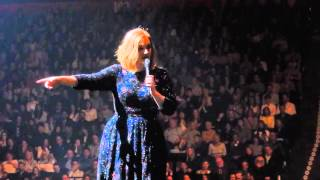 Download Adele Spots Young Fan And Invites Her Onto The Stage - Manchester Arena 07.03.16 Video
