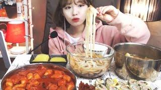 Download 짱아치계란말이김밥,우동,떡볶이,오뎅탕 :슈기의먹방 [Shoogi's Eating Show] mukbang Video