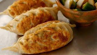Download King-size kimchi dumplings (Kimchi-Wangmandu: 김치왕만두) Video