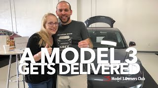 Download A Model 3 gets delivered Video
