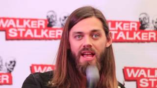 Download WSC London 2017: Tom Payne about the TWD family, naked Andrew Lincoln & Jesus relationship to Daryl Video