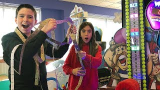 Download WINNING THE JACKPOT AT CHUCK E CHEESE'S!! Video