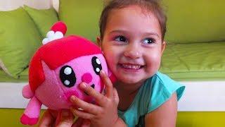 Download Веселые игры для девочки. Большой СБОРНИК видео Селин. Интересные игрушки. Video