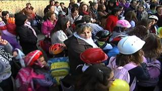 Download ″Los niños al colegio con casco″ Video