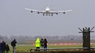 Download STORM SCHIPHOL - B747s & B777 Battling against Very Strong Crosswind & Gusts @ AMS Video