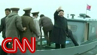 Download Kim Jong Un gets strange military welcome Video