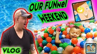 Download DINGLE HOPPERZ VISIT THE FUNneI VlSlON FAM!! BALL PIT FUN! DINGLE HOPPERZ VLOG Video