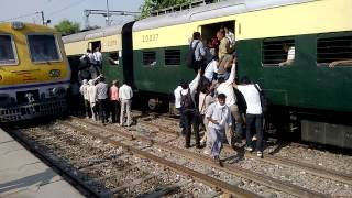 Download Ladies Special EMU Train Palwal Video