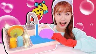 Download 쓱싹쓱싹!! 똘똘이 비누방울 설거지 장난감 아기인형 주방놀이 - 지니 Video