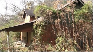 Download #38 Abandoned Gatlinburg House - lots of stuff inside! Video