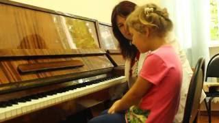 Download Софийка на первом прослушивании в музыкальной школе Video