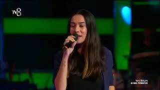 Download Hadise'yi gölgede bırakan O ses Türkiye Koçu Sinem Video