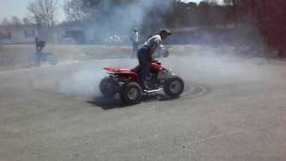 Download 400EX BURNOUT\DONUTS\DRIFTS Video