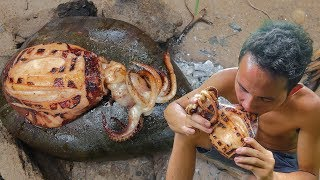 Download Primitive Technology: Cooking Big Octopus on the Rock Eating Delicious Video