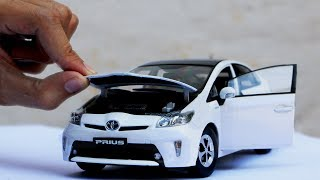 Download Unboxing of Toyota Prius 2012 1:18 Scale Diecast Model Car Video