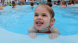 Download LEARNING TO SWIM ON A DISNEY CRUISE! Video